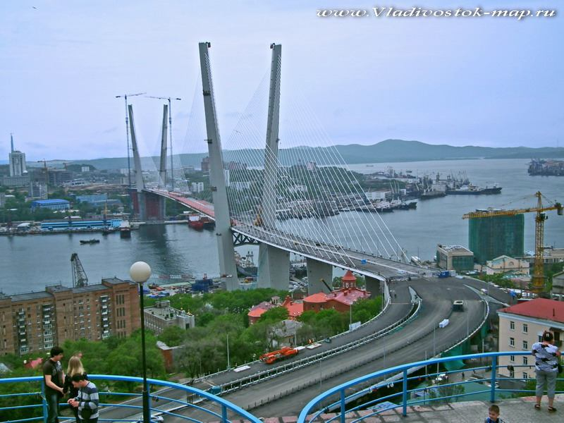 Мост через Золотой рог, построен к саммиту АТЭС во Владивостоке.