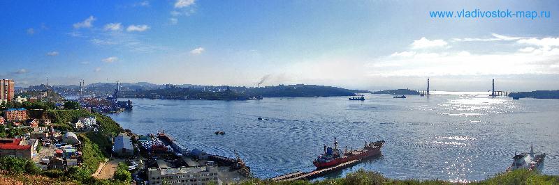 Фотопанорама города с видом на морской порт.