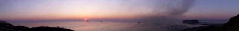 """Фото панорма Владивостока - """"Рассвет над бухтой Тихая"""""""